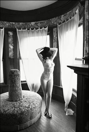 ���� ������������ ����������� ��� ������� / Anne Hathaway � ���������� ����� ��������� / Mark Seliger ��� ������� GQ, 2010 ��� (� Morena), ���������: 20.10.2012 09:18