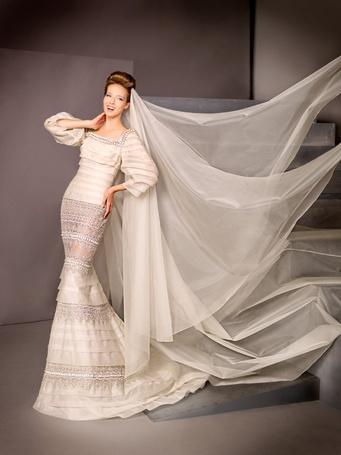 Фото Девушка в белом платье с пышной фатой  (© ), добавлено: 21.10.2012 09:25