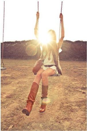 Фото Девушка на качели (© ), добавлено: 27.10.2012 12:04