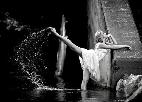 Фото Девушка сделала мах ногой из воды (© ), добавлено: 28.10.2012 09:58