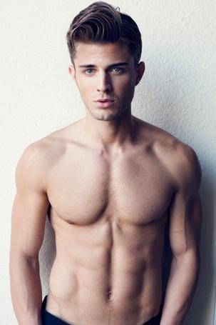 Фото Мужчина с голым торсом (© ), добавлено: 28.10.2012 10:13