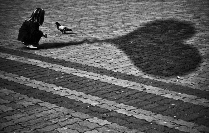 Фото тень девушки и парня