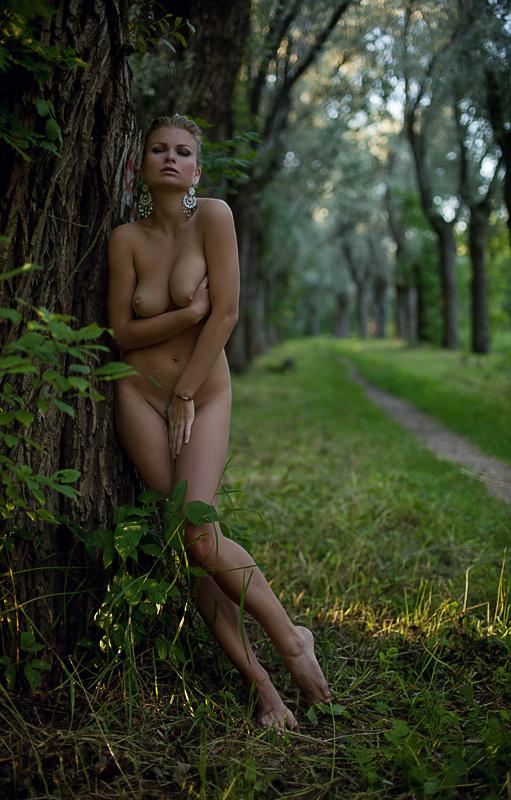 Девушки в лесу ню фото 752-679