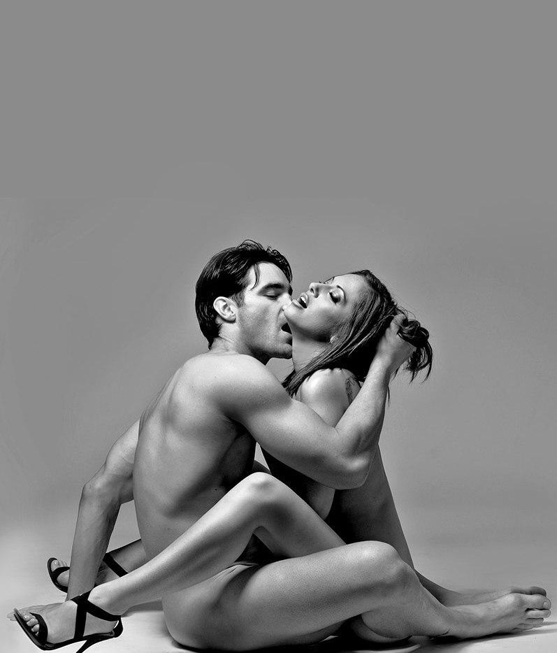 картинки как мужик и девушка целуются голые