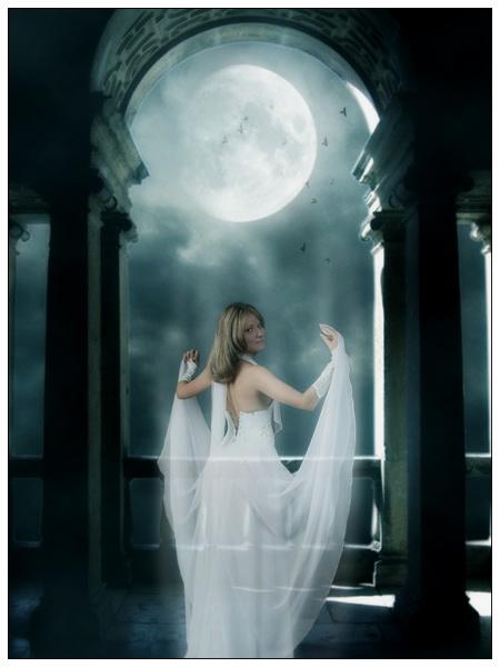 Фото призрачная девушка в белом