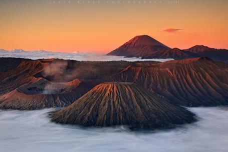 Фото Вулкан Бромо / Bromo на острове Ява / Jawa , фотограф Джесси Эстес /  Jesse Estes 2011 год