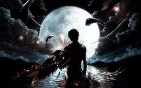 Фото Ангел,сбросивший крылья,  стоит в реке глядя на огромную луну вдалеке