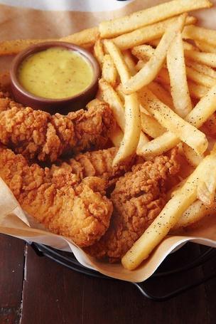 Фото Картошка фри с курицей и соусом (© ), добавлено: 08.11.2012 01:07
