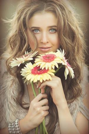 Фото Девушка с цветами, фотограф Эмили Сото / Photo by Emily Soto (© ), добавлено: 11.11.2012 00:59