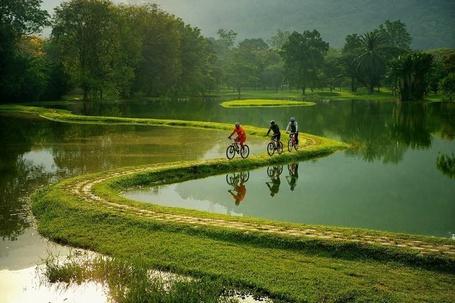 Фото Велосипедисты на велосипедной дороге в пригороде Рио-де-Жанейро, Бразилия / Rio de Janeiro, Brasil