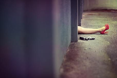 Фото Женские ноги в красных туфлях, рядом с которыми лежит фотокамера, фотограф Жеана Себастьяна Монзани / Jean-Sйbastien Monzani (© ВалерияВалердинова), добавлено: 13.11.2012 13:21