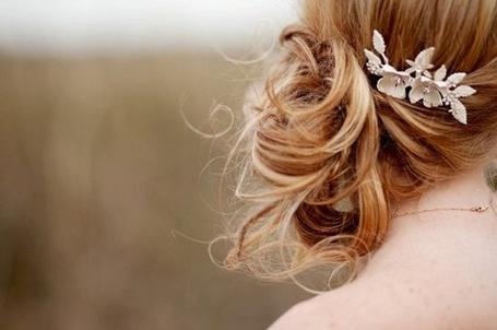 Фото Блондинка с красивым украшение в волосах (© ВалерияВалердинова), добавлено: 15.11.2012 11:49