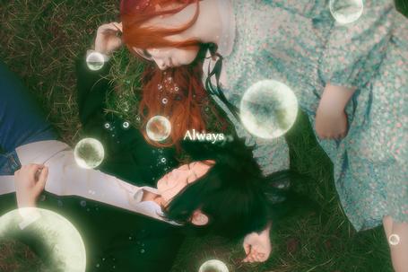 Фото Severus Snape / Северус Снейп и Лили Эванс / Lily Evans спят на траве, вокруг них летают волшебные пузыри, Гарри Поттер и Дары Смерти / Harry Potter and the Deathly Hallows, asian cosplay / азиатский косплей (Always / Всегда)