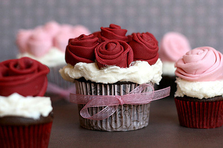 Фото Пирожное в виде букетика роз (© Black Tide), добавлено: 26.11.2012 18:58