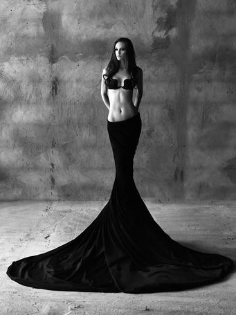 Фото Девушка в длинной чёрной юбке (© ), добавлено: 28.11.2012 01:29