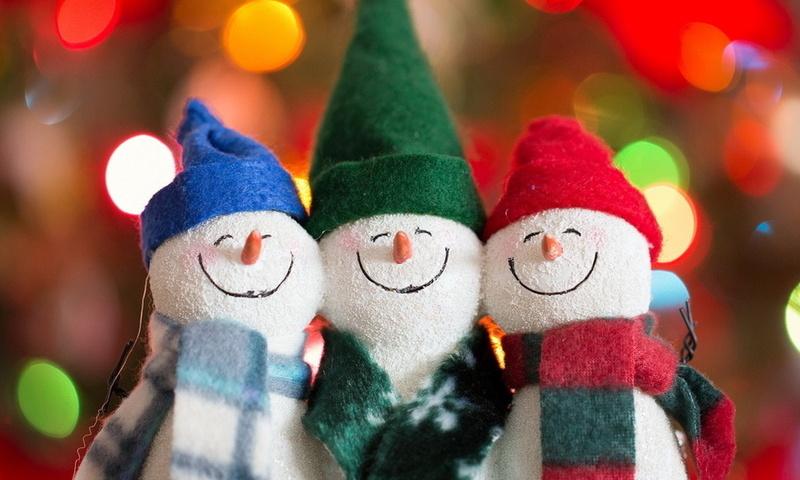 Фото игрушечные снеговики в красивых