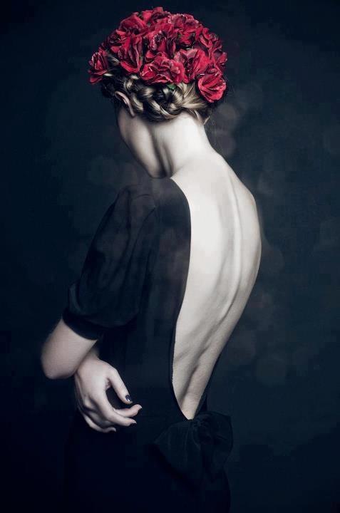 Черно белое девушки с цветами