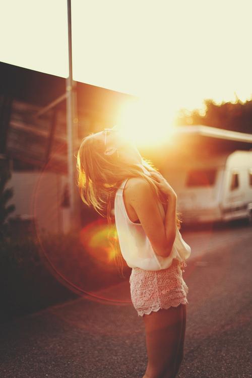 Фото девушки на аву лето