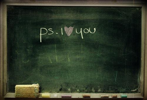 Фото На доске мелом написано p.s. i love you/ по скрипту я тебя люблю