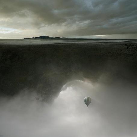 Фото Воздушный шар пролетает под землёй среди тумана (© Флориссия), добавлено: 02.12.2012 11:00
