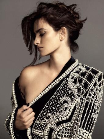 Фото Penelope Cruz / Пенелопа Круз с обнаженным плечом (© ), добавлено: 03.12.2012 21:07