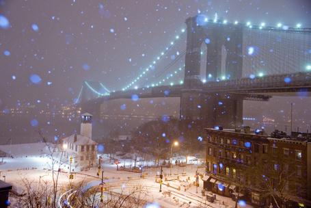 Фото Бруклинский мост / Brooklyn вridge в городе Нью Йорке / New York city зимней ночью