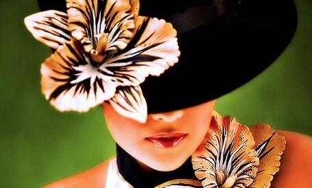 Фото Девушка с цветком на черной шляпке (© Banditka), добавлено: 05.12.2012 23:30