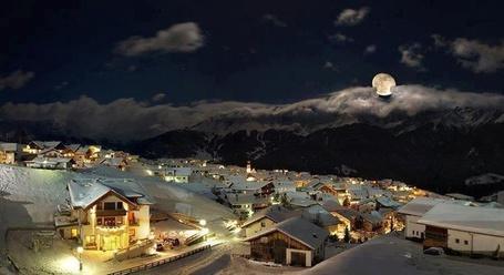 Фото Заснеженный городок Ландек, в Австрии / Landeck, Austria