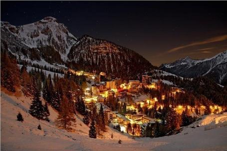 Фото Вечерняя деревня зимой, Фопполо, Ломбардия, Италия / Foppolo, Lombardy, Italy (© Morena), добавлено: 11.12.2012 20:41