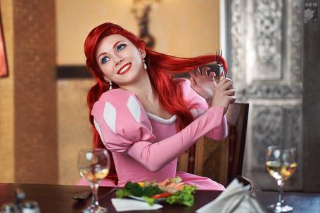 Фото Русалочка расчесывает волосы вилкой, косплей Русалочка / The Little Mermaid, фотограф Soldatov Vladimir (© Radieschen), добавлено: 15.12.2012 10:49