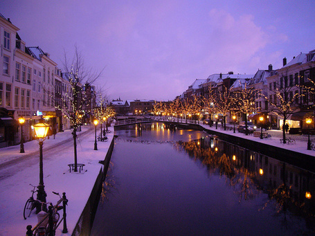 Фото Зимний город с мостами через реку