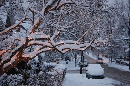 Фото Много снега на улице города