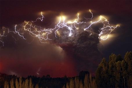 Фото Извержение вулкана Пуйеуэ в Чили / Volcanic eruption in Chile Puyeue (© ), добавлено: 18.12.2012 22:26