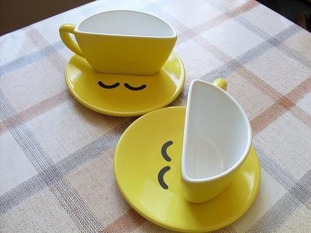 Фото Две чашки в виде смайлов (© Black Tide), добавлено: 23.12.2012 02:58
