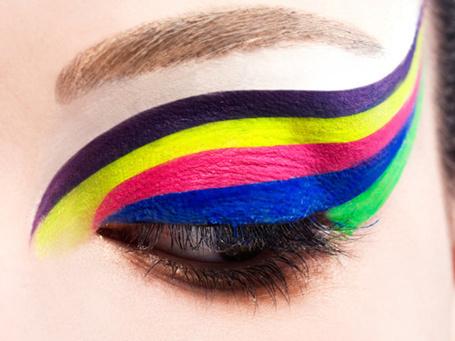 Фото Девушка с разноцветным макияжем