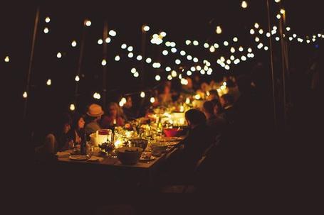 Фото Люди сидят за одним столом (© Black Tide), добавлено: 24.12.2012 02:02