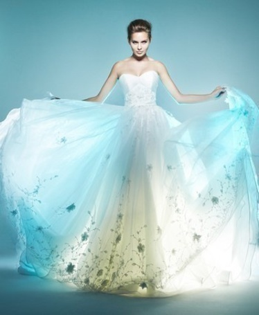 Фото Девушка в белом платье (© Black Tide), добавлено: 31.12.2012 20:51