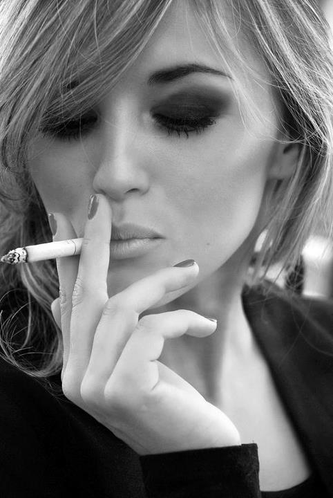 Девушки с сигаретой красивые картинки