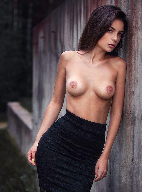 Фото девушки с обнажённой грудью фото 20-606