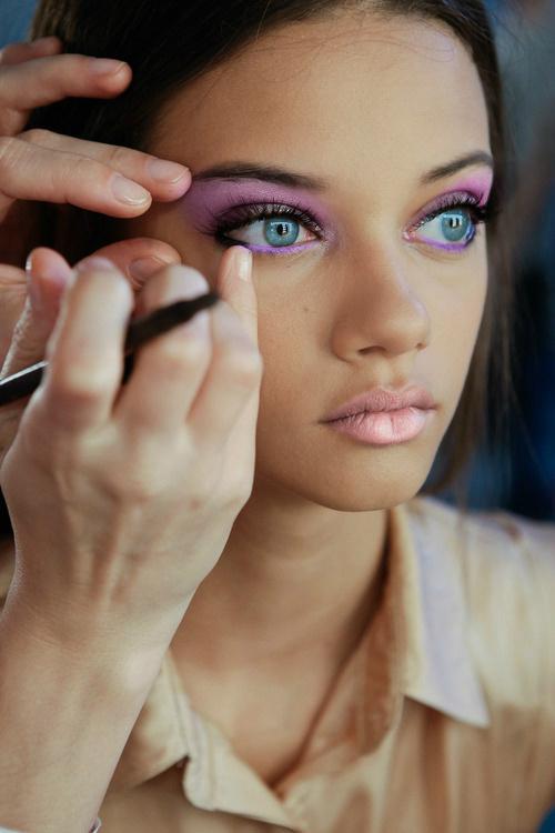 Тэги глаза девушки красивые руки