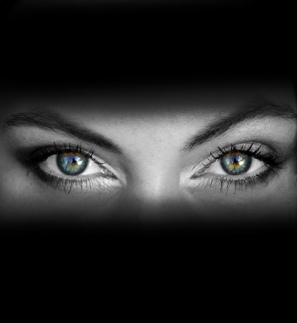 Фото грустные глаза девушки
