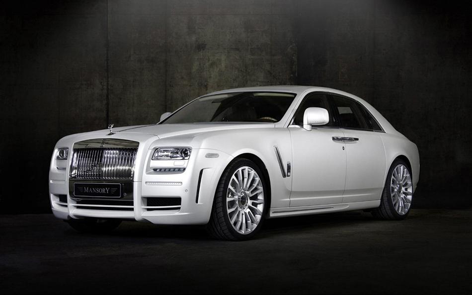 Фото Белый автомобиль Rolls Royce Mansory