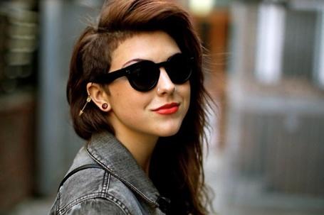 Фото Девушка с необычной стрижкой и в очках (© Black Tide), добавлено: 02.01.2013 22:52