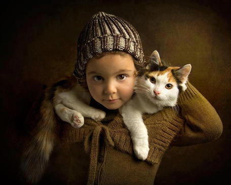 Фото Девочка с котенком на шее (© ), добавлено: 05.01.2013 15:09