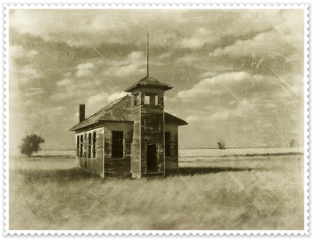 Фото Старый дом посреди поля (© Флориссия), добавлено: 05.01.2013 16:33