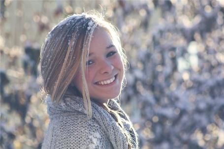 Фото Девушка со снегом в волосах улыбается (© Black Tide), добавлено: 07.01.2013 11:51