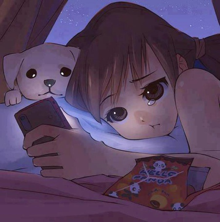 Фото Девушка с собакой смотрит на экран телефона и плачет