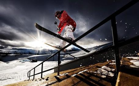 Фото Лыжник на перилах лестницы, работа фотографа Тристана Шу / Tristan Shu