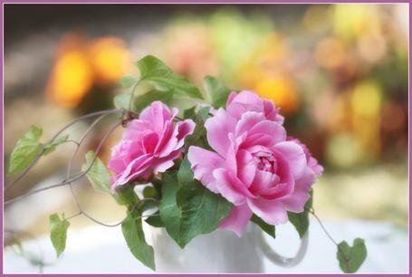 Фото Маленький букетик роз в чашечке (© ), добавлено: 11.01.2013 10:59