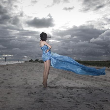 Фото Девушка стоит на ветру в голубой ткани, фотограф Артем Расторгуев / Artyom Rastorguev (© Black Tide), добавлено: 12.01.2013 23:44
